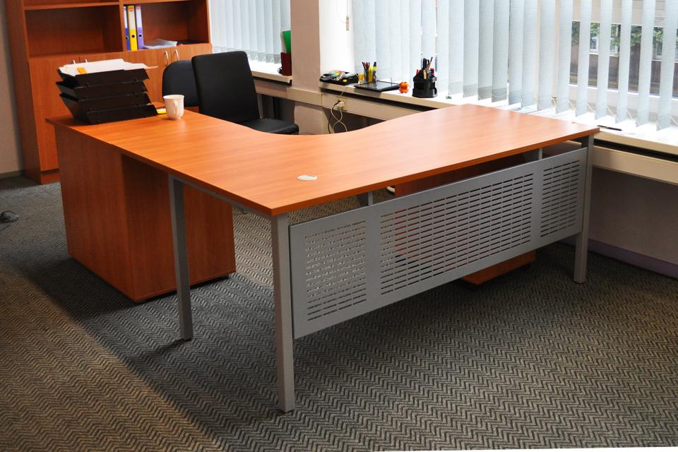 4badad63680 Kirsi toonis kontorimööbel logistika firma kontoris
